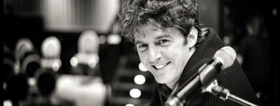 Roger Stein hinterm Mikrofon