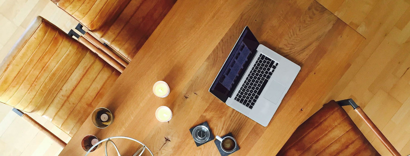 Mac auf dem Schreibtisch